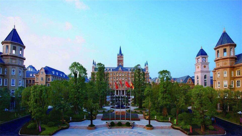 世界最豪华大学,学生住海景房,不交学费还能赚到钱