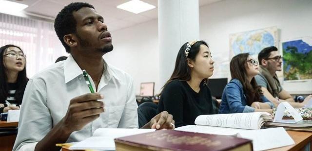 该不该出国留学,谁适合出国留学,你怎么看
