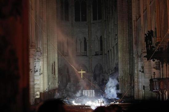 巴黎圣母院火灾后内部图(图源:法新社)