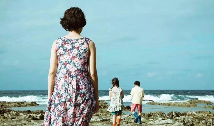 """一位教授的深度分析: 焦虑时代, 怎样做一个""""恰到好处""""的母亲?"""