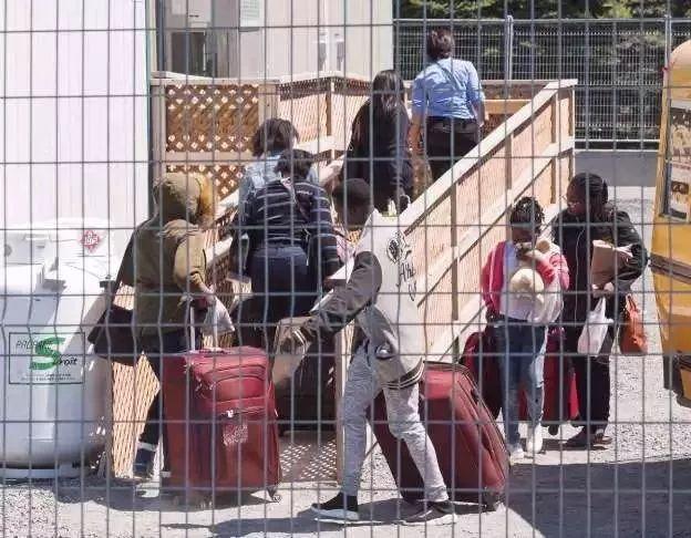 加拿大还有救吗?再拿全球第一!但国民、移民、留学生却怨气冲天……
