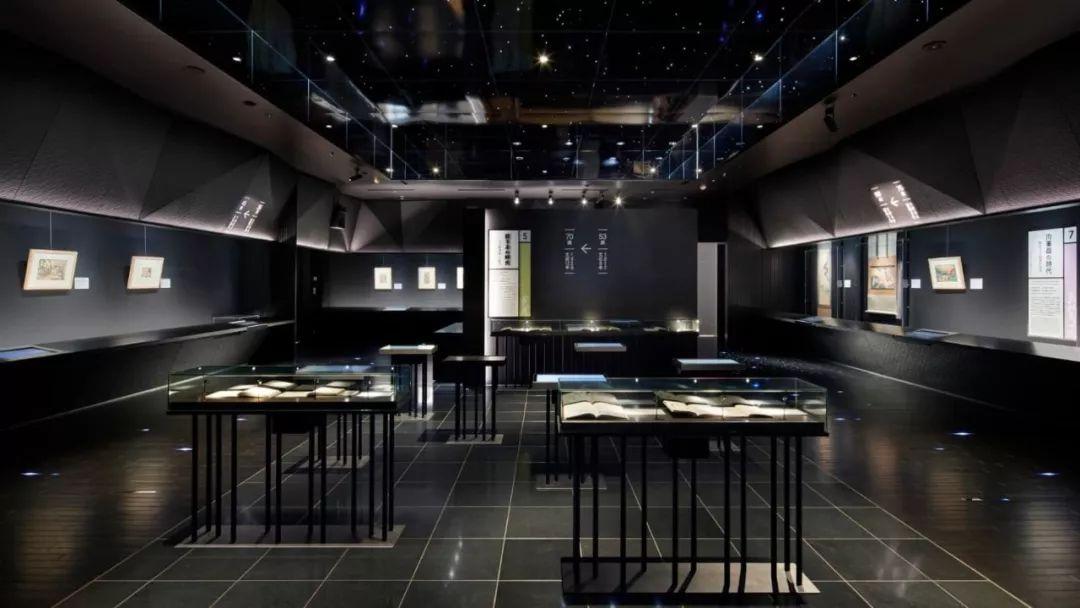 白天是茶屋,晚上是酒吧,这个东京的电影院挤满了来自日本各地的年轻人