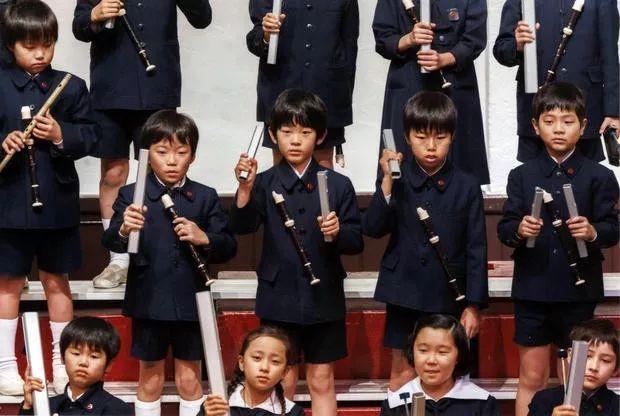 你在9月等待放假,日本孩子却宁愿去死