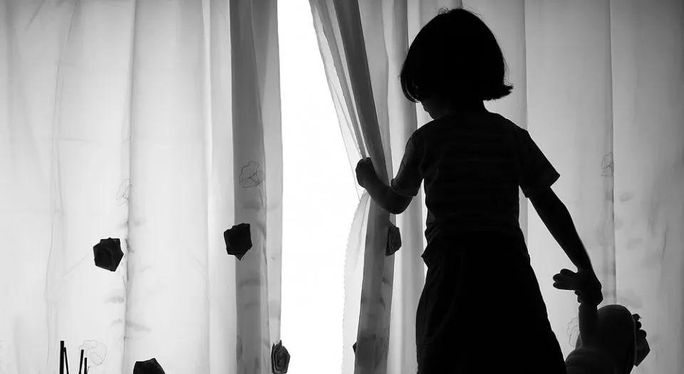 中国留学生存有上百部儿童色情片被控重罪,为什么美国对儿童色情零容忍