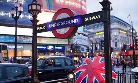 在英国街边接了张小广告,回家登录他们网站后,我震惊了…