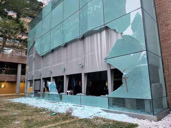 CNN记者实拍 走进香港理工大学 约50名示威者在坚守