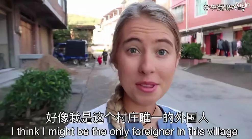 澳洲妹子想在中国做最火网红,竟跟着大爷跳江,但一点都不让人反感......