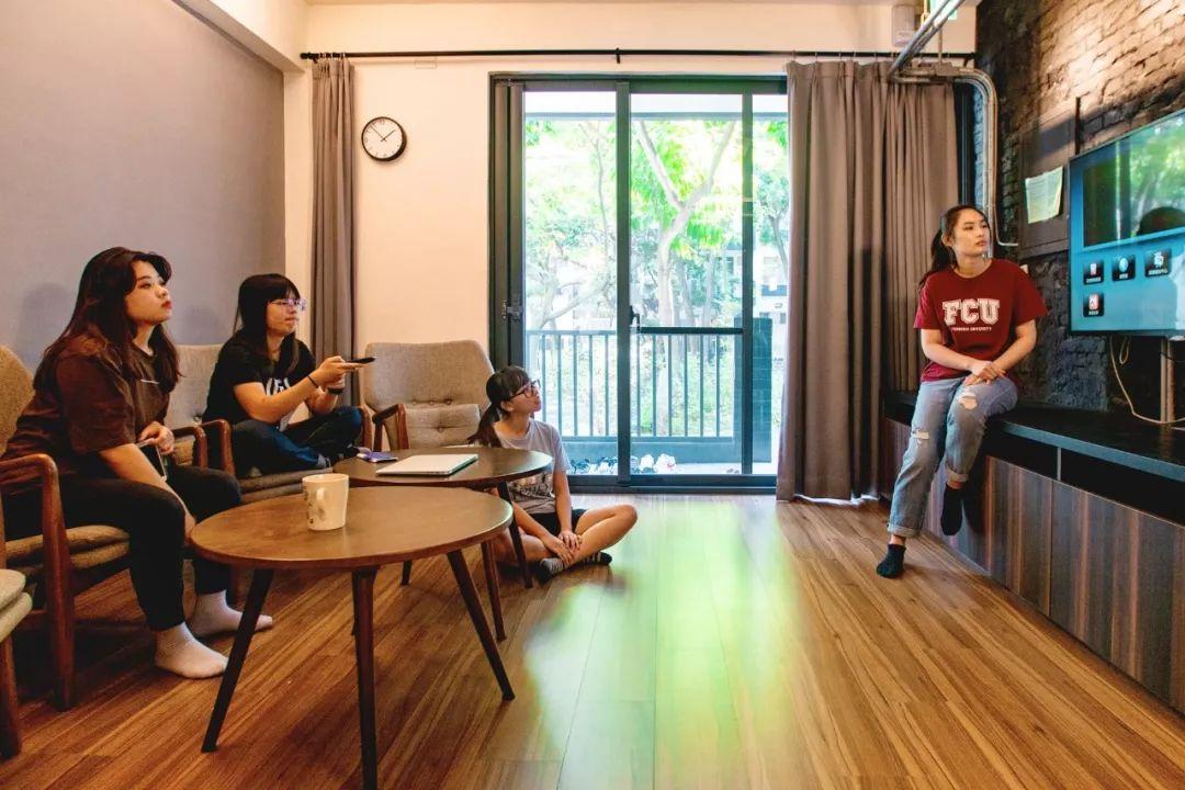 全中国福利最好的大学宿舍:2.3亿五星级豪华装修,鼓励男女、闺蜜混住